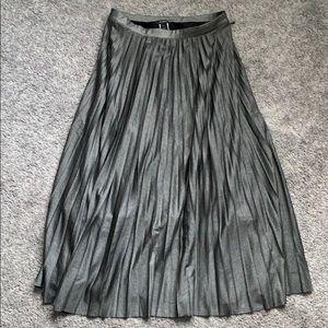 Halogen charcoal gray metallic pleated midi skirt